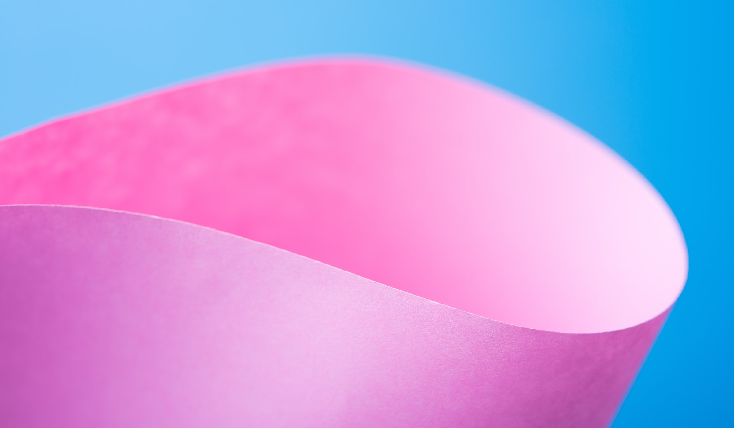 Fotografia di un foglio colorato piegato