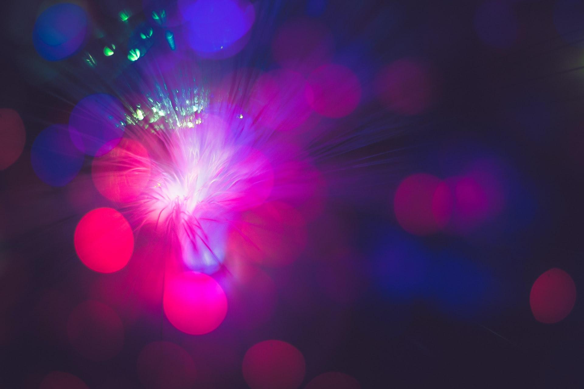 Fotografia di luci colorate nel buio