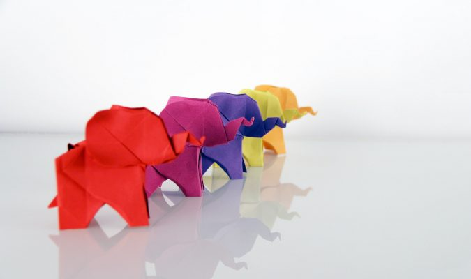 Fotografia di origami di animali colorati
