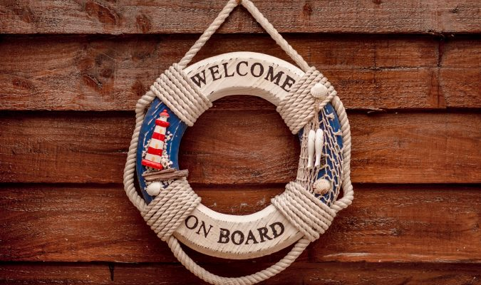 "Fotografia di un salvagente con scritta ""welcome on board"""