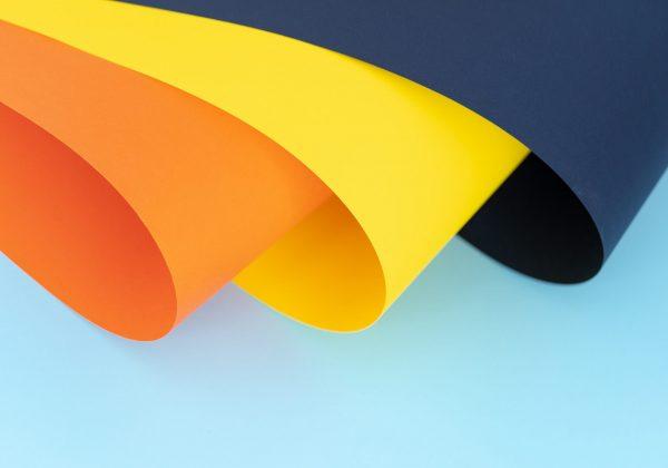 Fotografia di alcuni fogli colorati